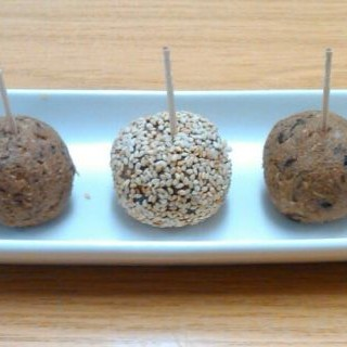 bolas dulces veganas (cacahuete y ciruelas)