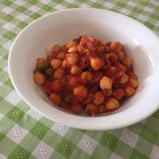 Estofado de garbanzos de tomate y pimientos