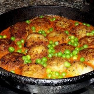 Albóndigas de coliflor con salsa de tomate