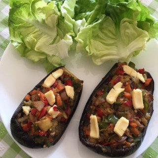 Berenjena rellena de verduras