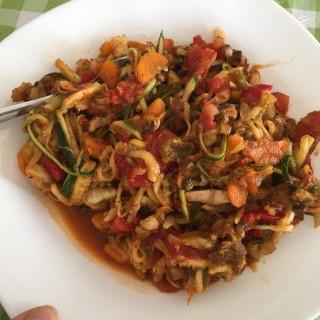 Espaguetis de calabacín con verduras