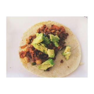 Tacos de chorizo de soya y garbanzo.