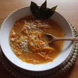 Sopa de zanahoria con avena al aroma de comino