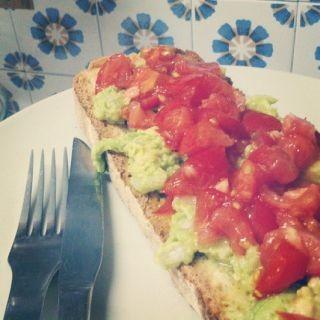 Tostada con guacamole